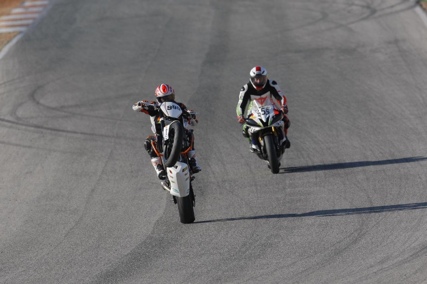 Wheelie KTM 690 Duke Track