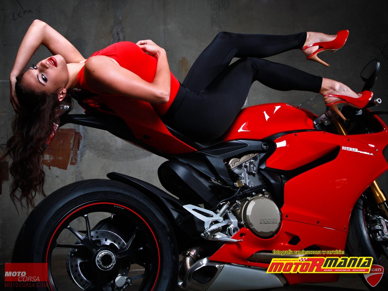 Modelka na Ducati Panigale