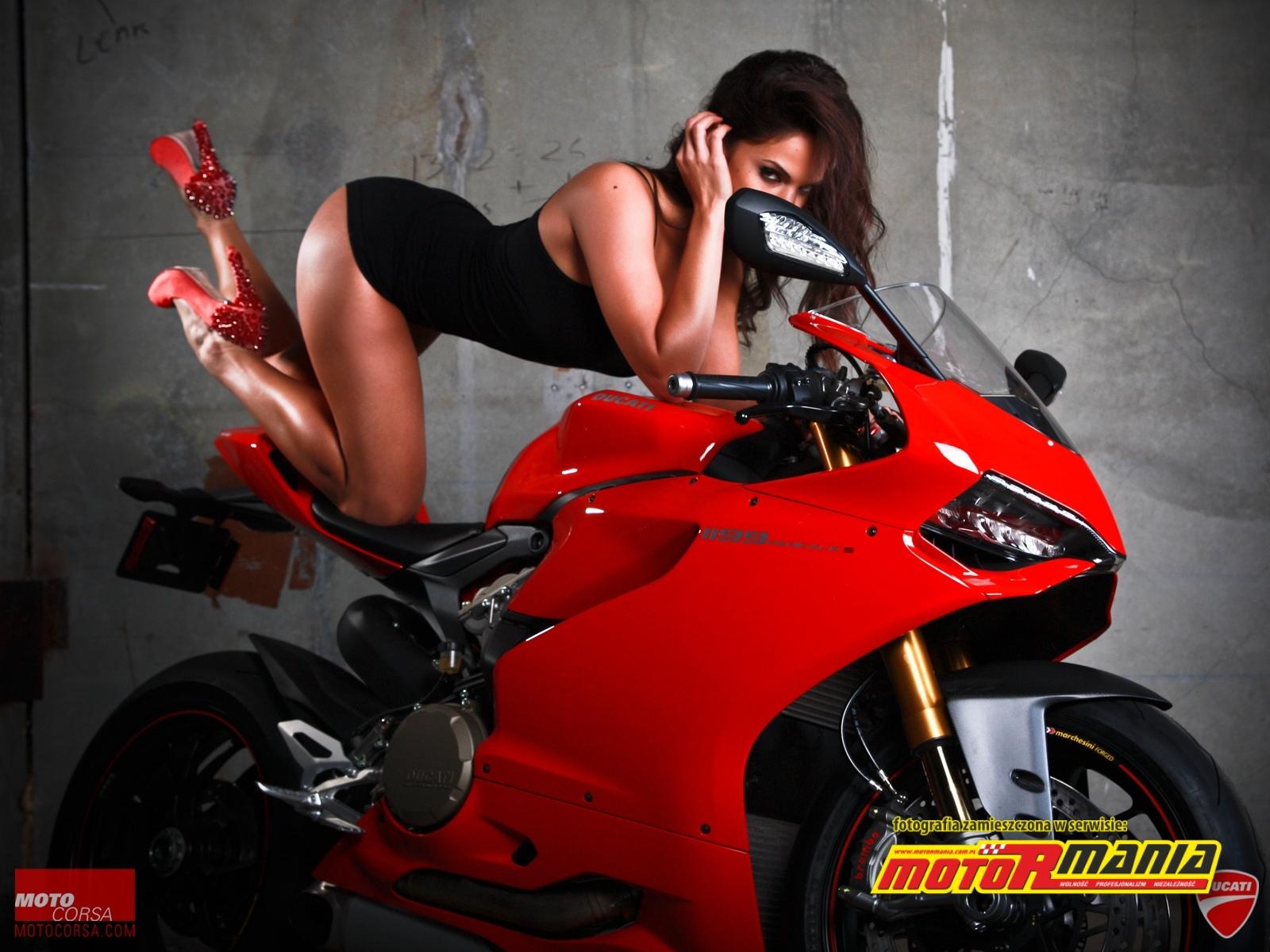 sexy zaprasza na motocykl