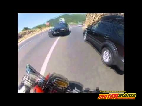 Wyprzedzanie na zakręcie – BMW X5 uderza Kawasaki Z1000
