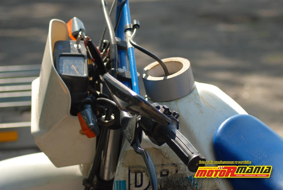 34-Silvertape-przyklejony-na stale-Suzuki-DR125-fot-Pacyfka