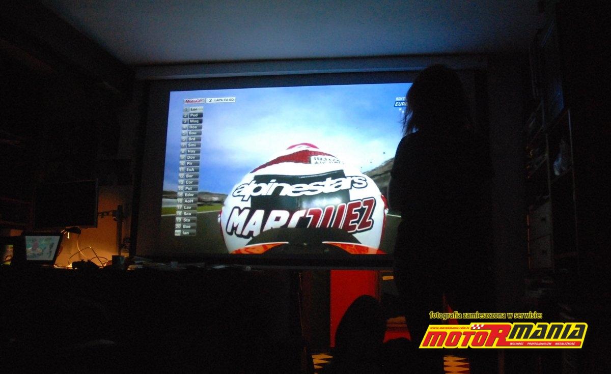 01-MotoGP-od-dupy-strony