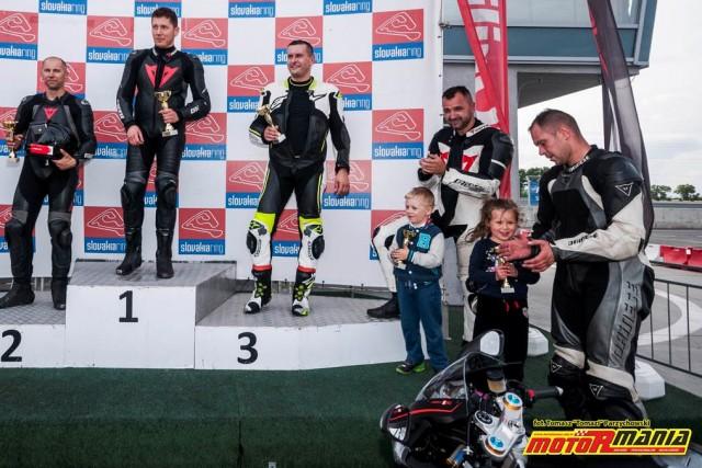 Andrzej Otreba z coreczka na podium RSV4 - Slovakiaring (3)