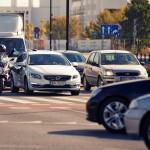 Volvo V60 Plug-In Hybid vs Aprilia SR Max 300 - fot Adam Włóczkowski (1)