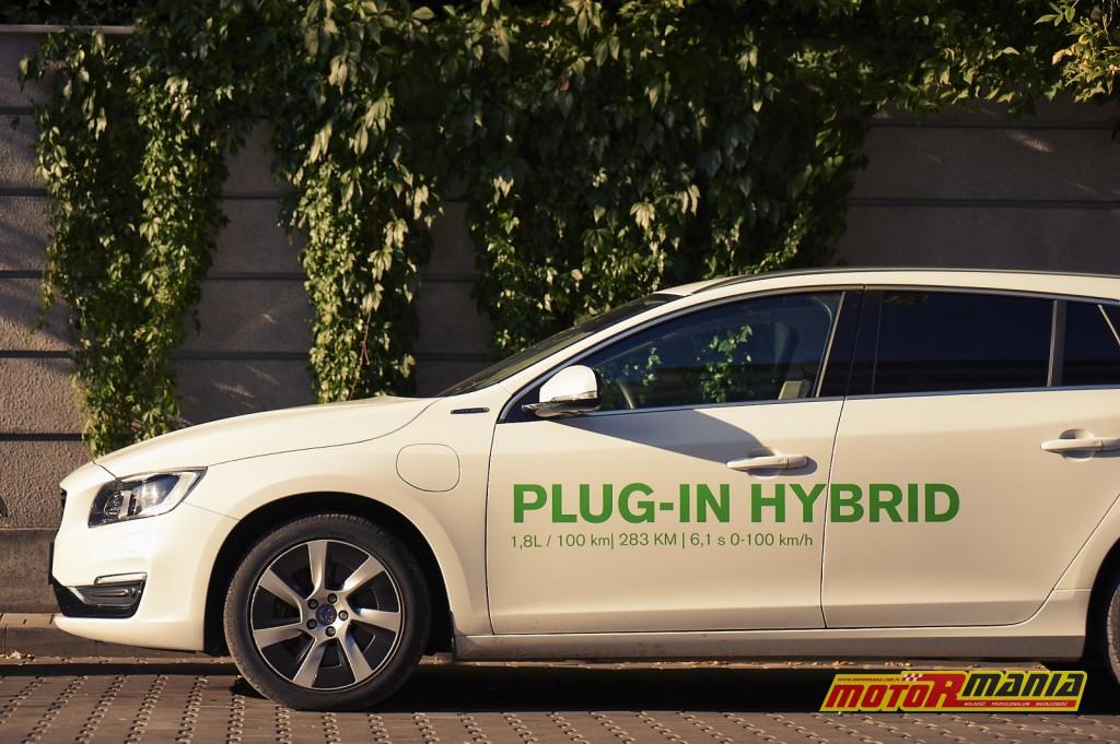 Volvo V60 Plug-In Hybid vs Aprilia SR Max 300 - fot Adam Włóczkowski (11)