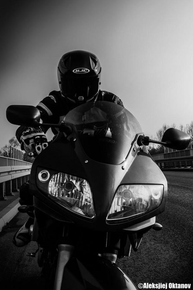 SV650S Suzuki motocykl cud _SOS_ (1)