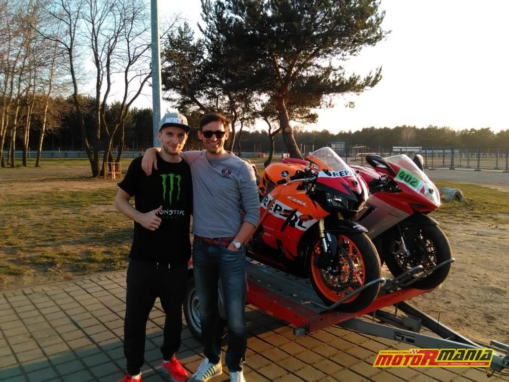 Michał i Pasio na motocyklach (3)