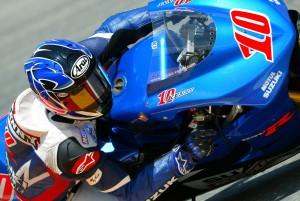Roberts w akcji w sezonie 2004, zdjęcia: MotoGP.com i Suzuki