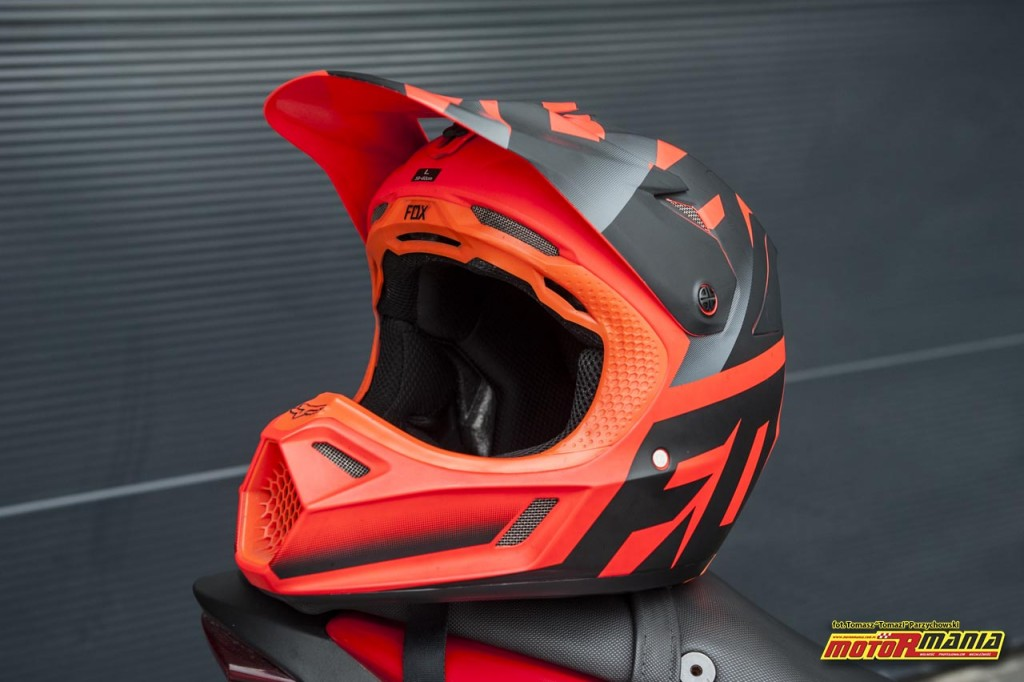 Fox V3 kask test motormania (1) - fot Tomazi_pl