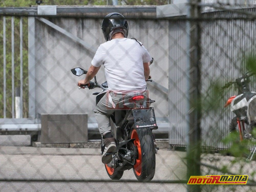 Elektryczny KTM Duke (6)