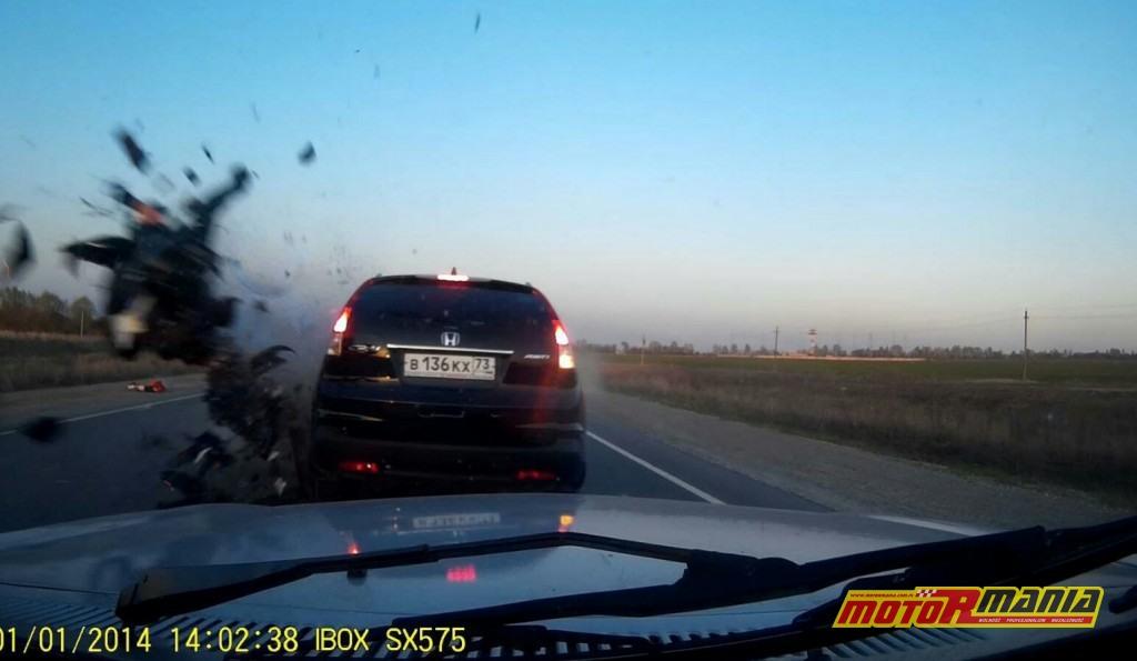 Wypadek Rosja 2 motocyklistow zderzenie czołowe (1)