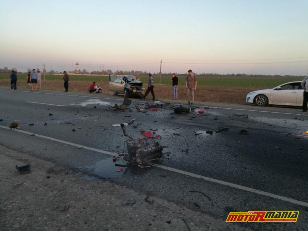 Wypadek Rosja 2 motocyklistow zderzenie czołowe (2)