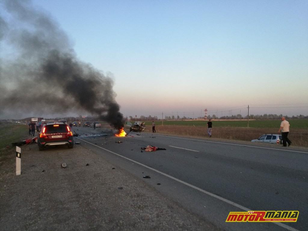 Wypadek Rosja 2 motocyklistow zderzenie czołowe (3)