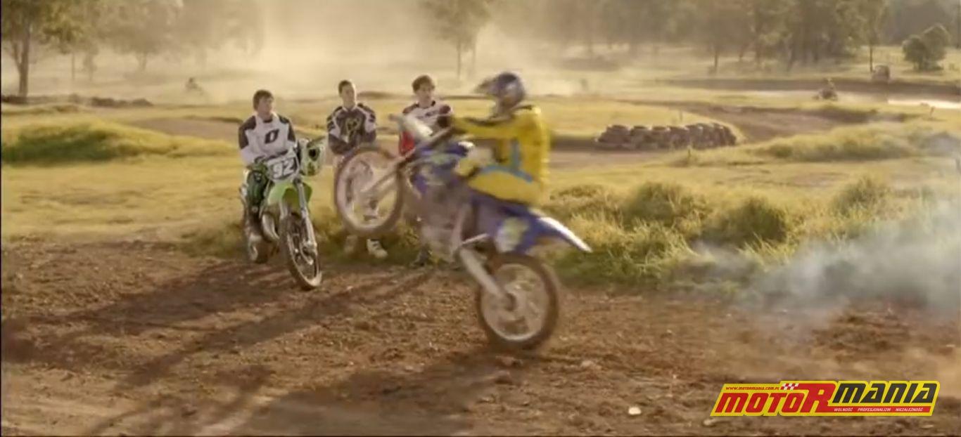 reklama snickers motocross