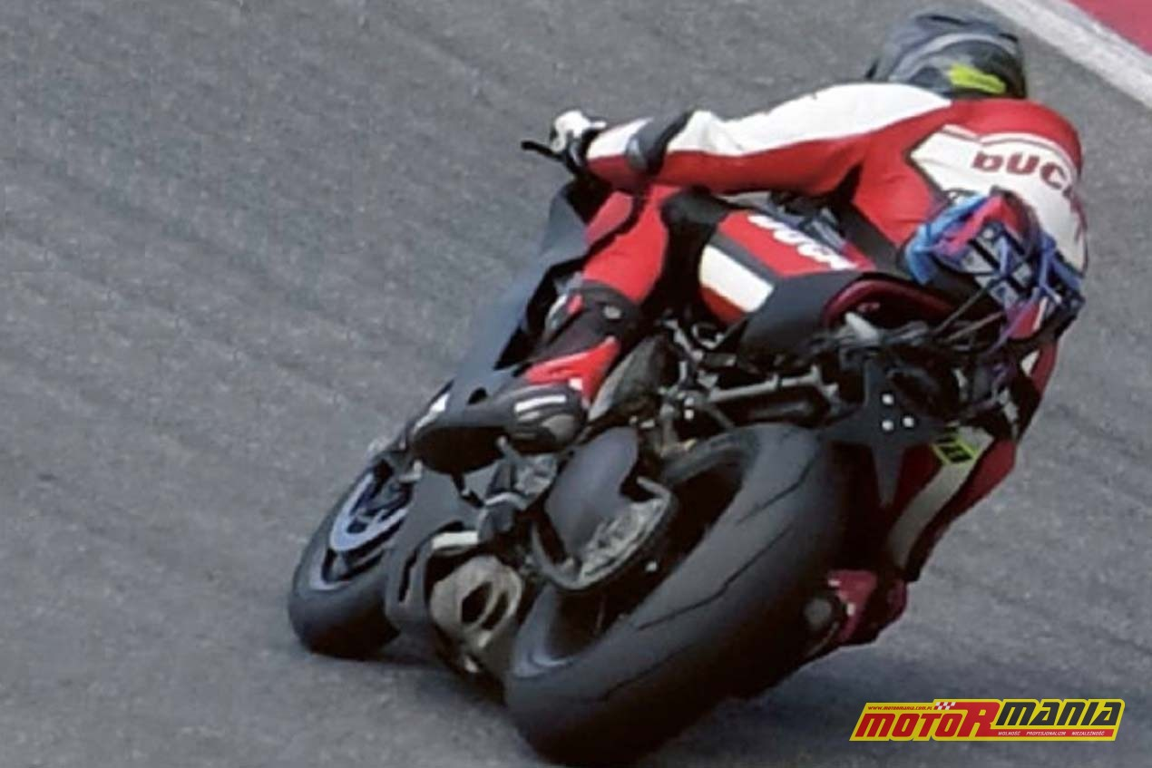Ducati Superbike V4 2018 spy photo (1)
