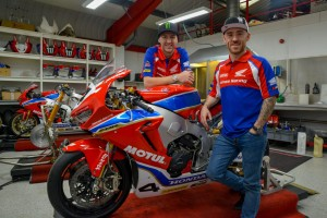 Hutchinson i nowy team-partner, Lee Johnson, zdjęcia Honda