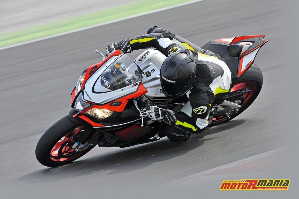 Aprilia RSV4 RF 2015 test motormania (3)