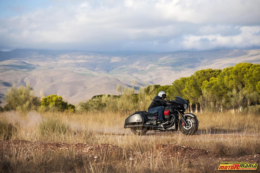 Moto Guzzi MGX21 + California 1400 - Spaghetti Western (1)