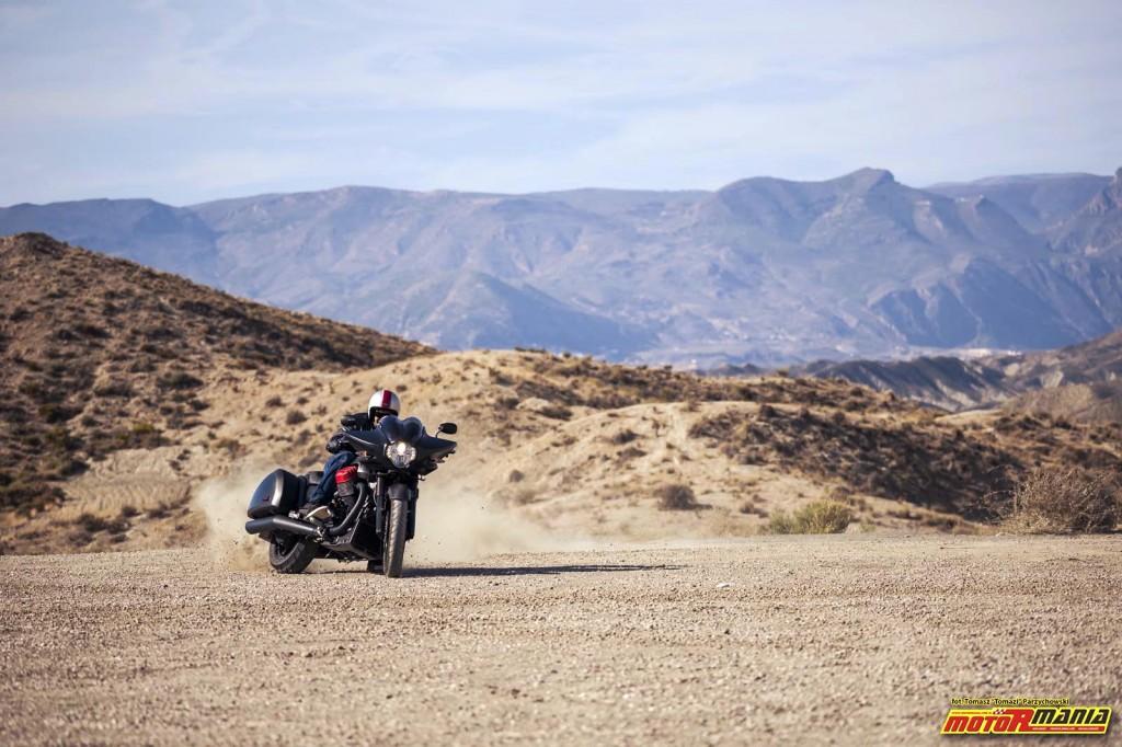 Moto Guzzi MGX21 + California 1400 - Spaghetti Western (17)