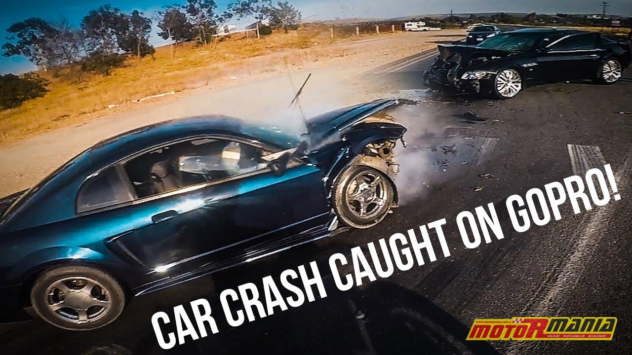 wypadek samochodowy motocyklista pomaga