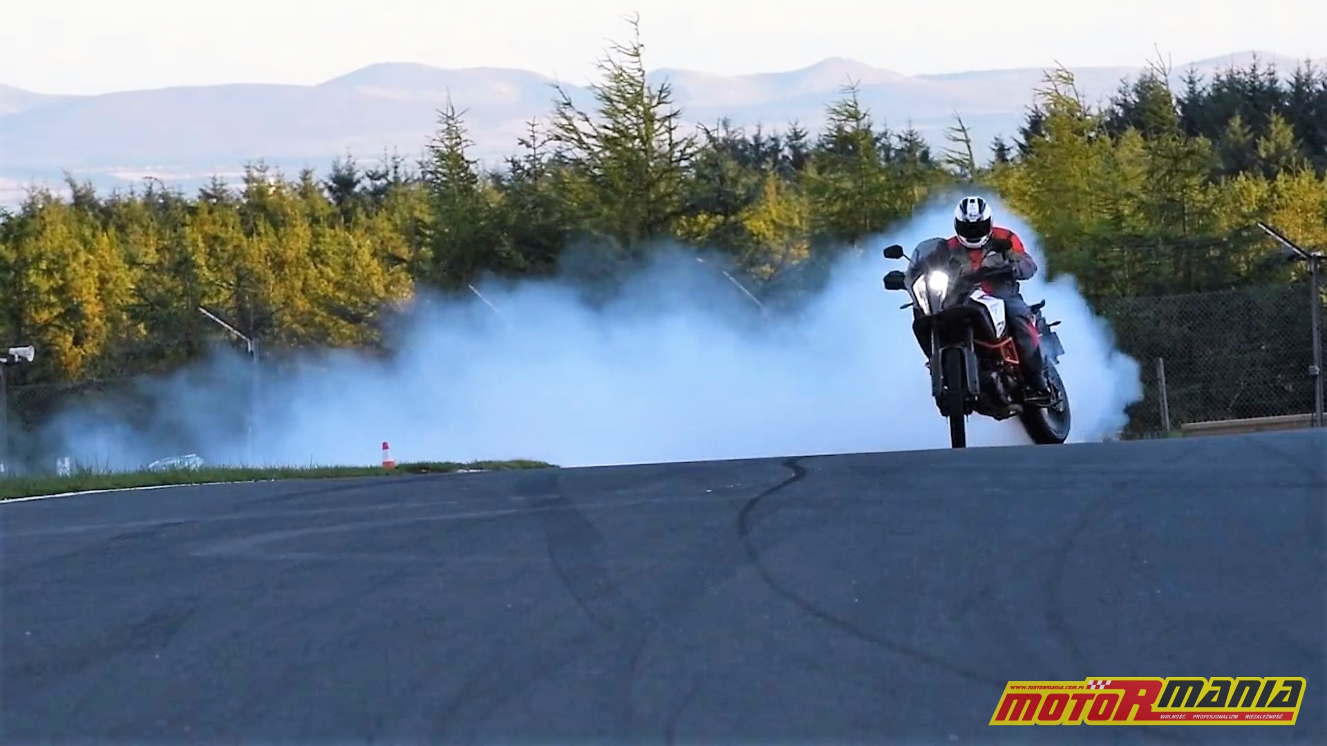 KTM 1290 super adventure r burnout na torze