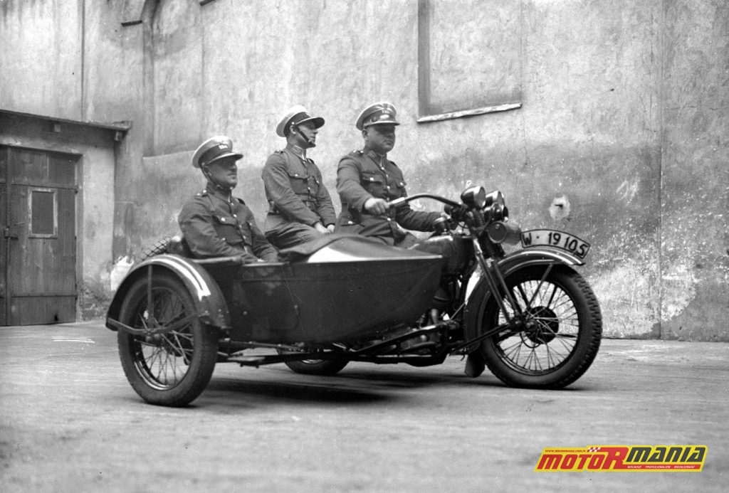Polska, lata 20, policjanci na Harleyu