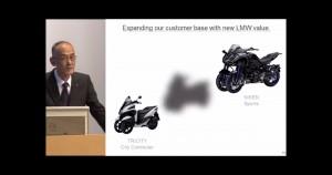 Szef Yamahy i slajd z trzema motocyklami z serii LMW.