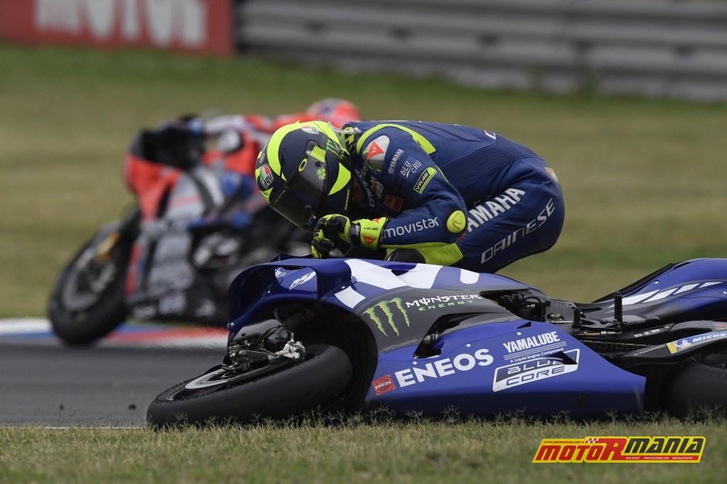 Rossi nie kryłwściekłości i trudno mu się dziwić, ale czy nie przesadził zarzucając Marquezowi działanie z premedytacją? - zdjęcia: motogp.com