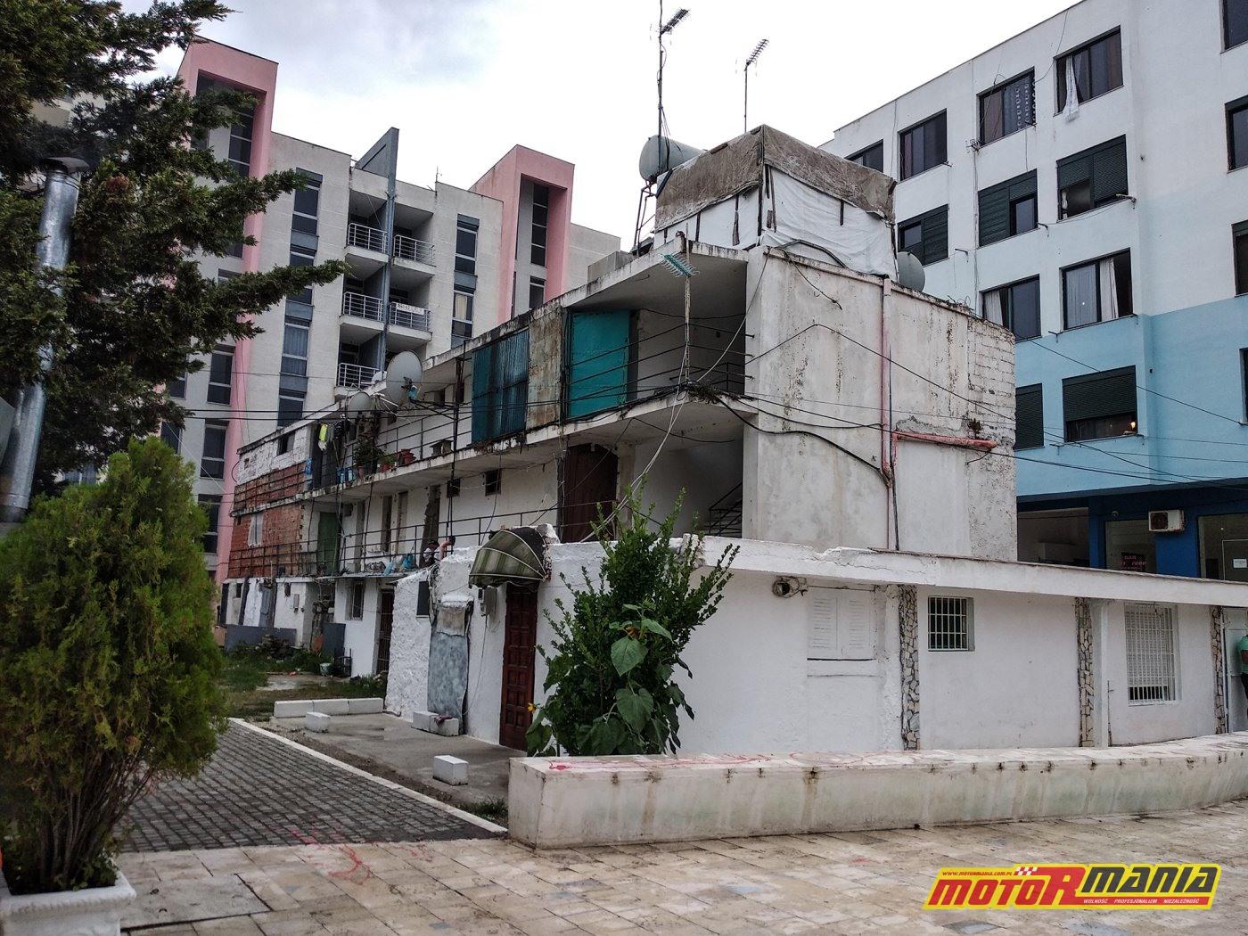 Durres - slumsy obok hote;i