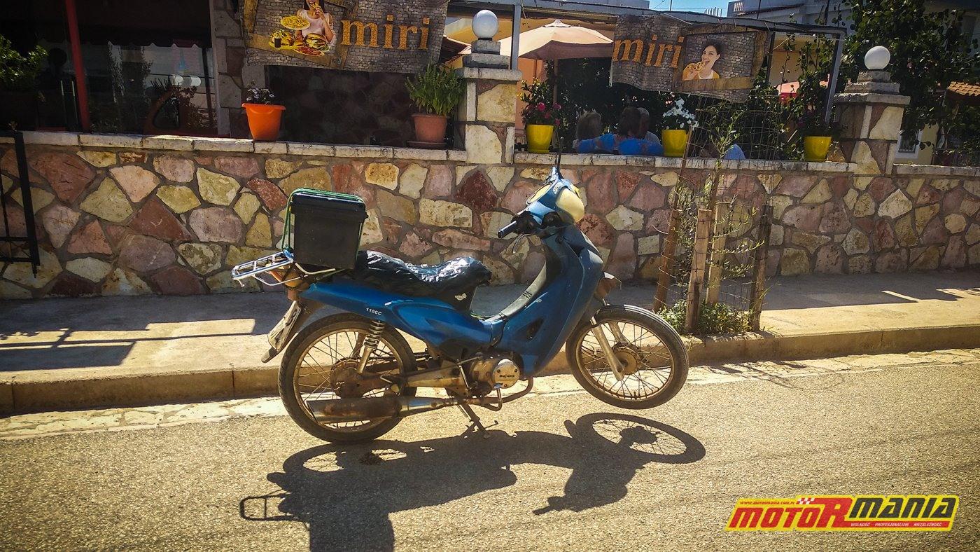 takie mopliki to najlepszy pojazd w Albanii