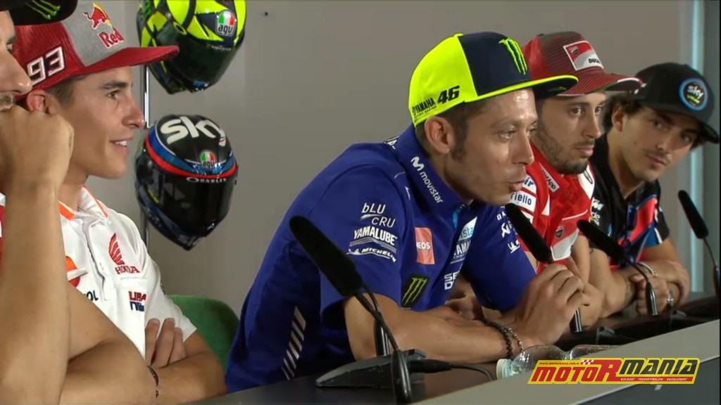 """Rossi:  """"Nie mamy żadnego problemu"""" i miny pozostałych zawodników."""
