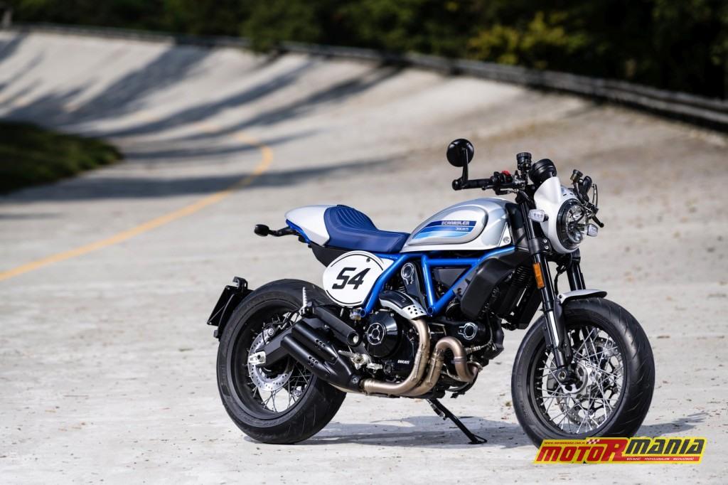 Ducati Scrambler Cafe Racer ambience_05_UC67940_High