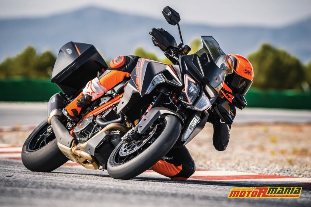KTM 1290 SUPER DUKE GT_Action 01