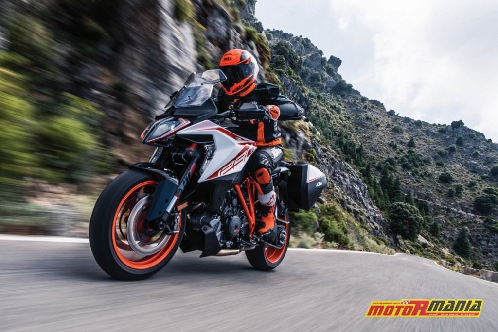 KTM 1290 SUPER DUKE GT_Action 03