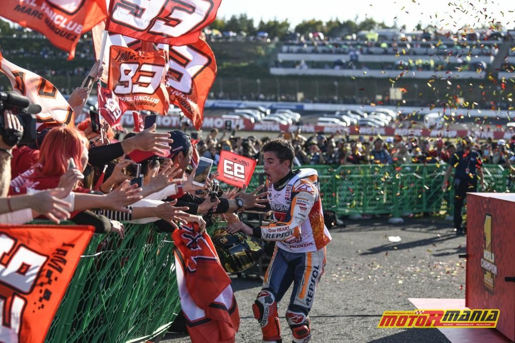 Fani dosłownie lecą na Marqueza! - zdjęcia: motogp.com