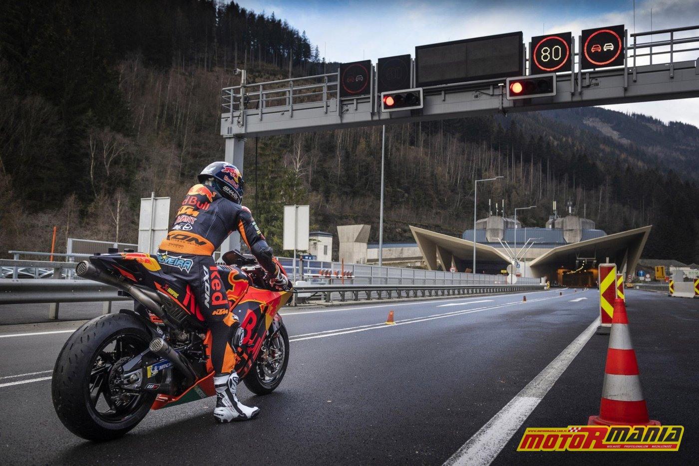 KTM RC16 i Miguel Oliveira w tunelu  (1)