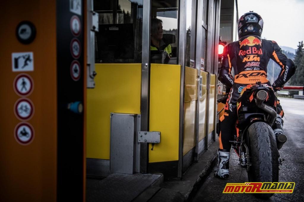 KTM RC16 i Miguel Oliveira w tunelu  (4)