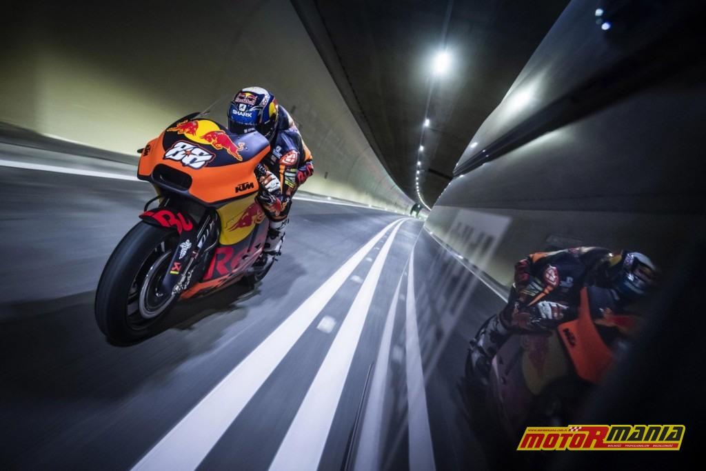 KTM RC16 i Miguel Oliveira w tunelu  (6)