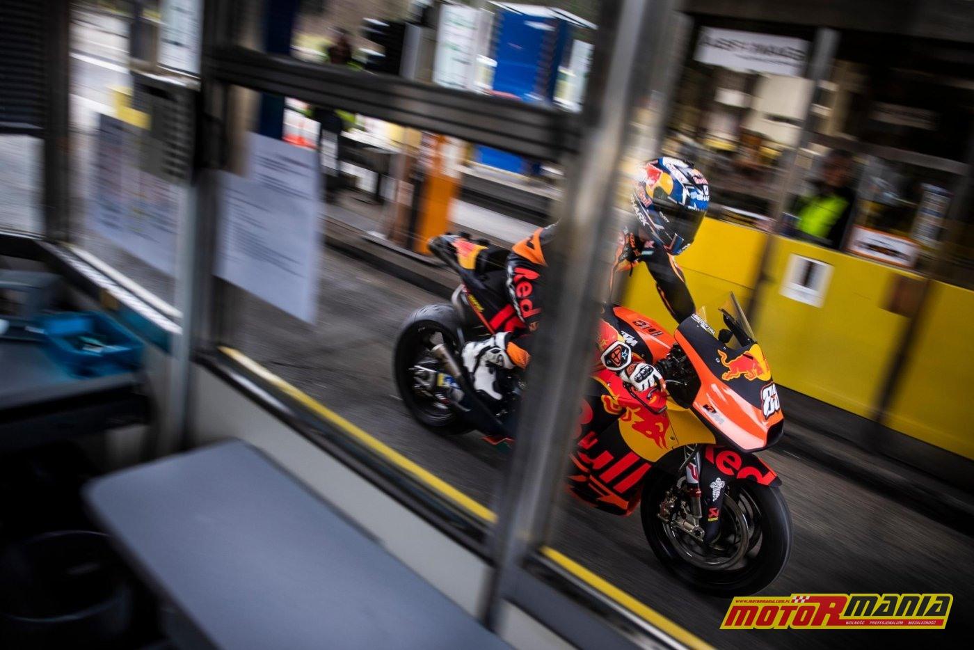KTM RC16 i Miguel Oliveira w tunelu  (7)