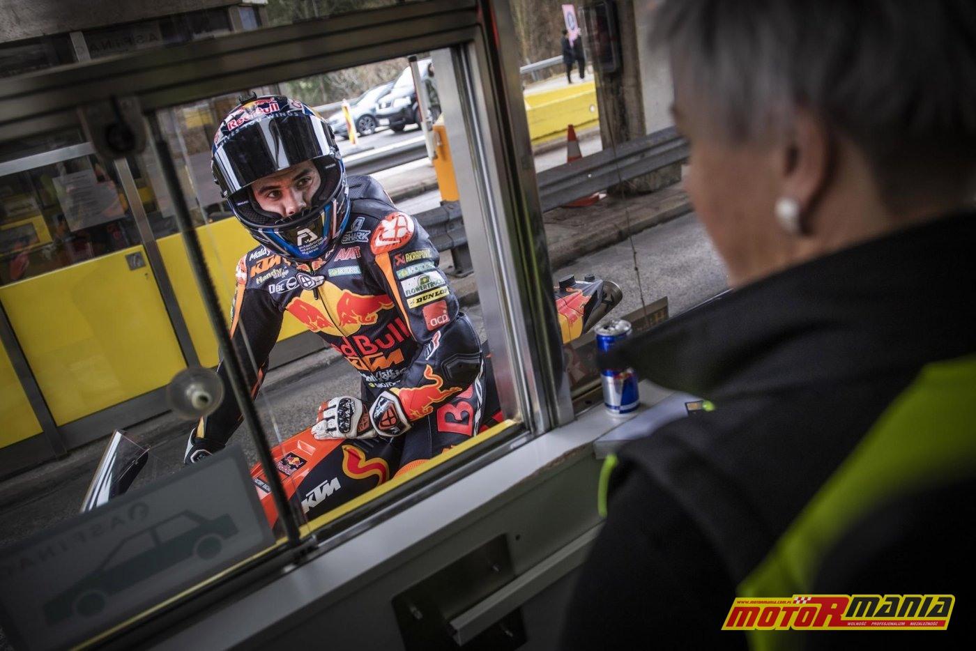 KTM RC16 i Miguel Oliveira w tunelu  (8)