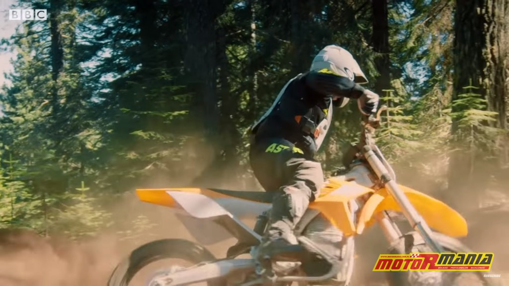 Matt LeBlanc na motocyklu.