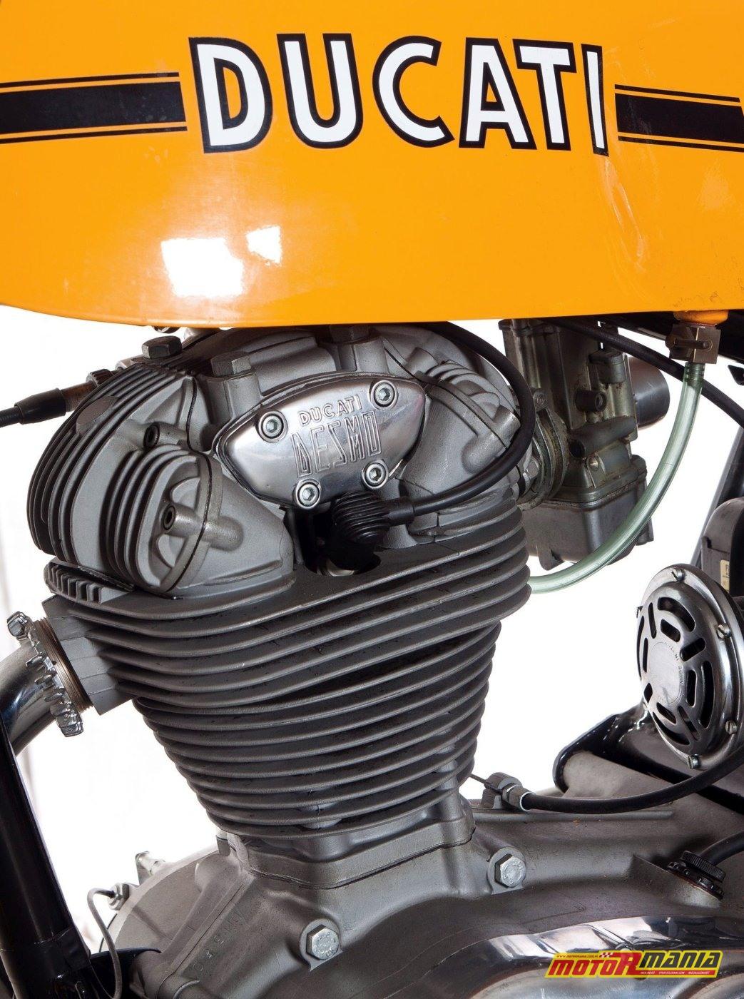 Napis Ducati Desmo jasno informował o rodzaju rozrządu
