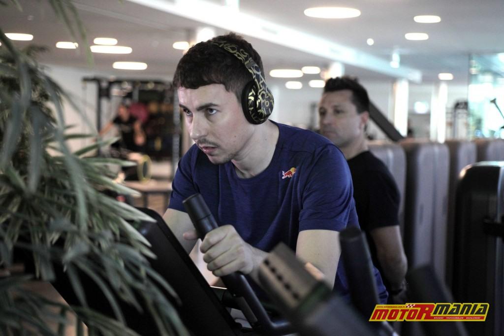 Nowy zespół to także nowi sponsorzy. Lorenzo dołączył właśnie do grona zawodników wspieranych przez Red Bulla. Sesja na siłowni pokazuje, że kontuzja nadgarstka to już historia.