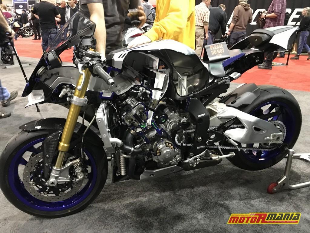 Yamaha R1 przecieta na pol (10)