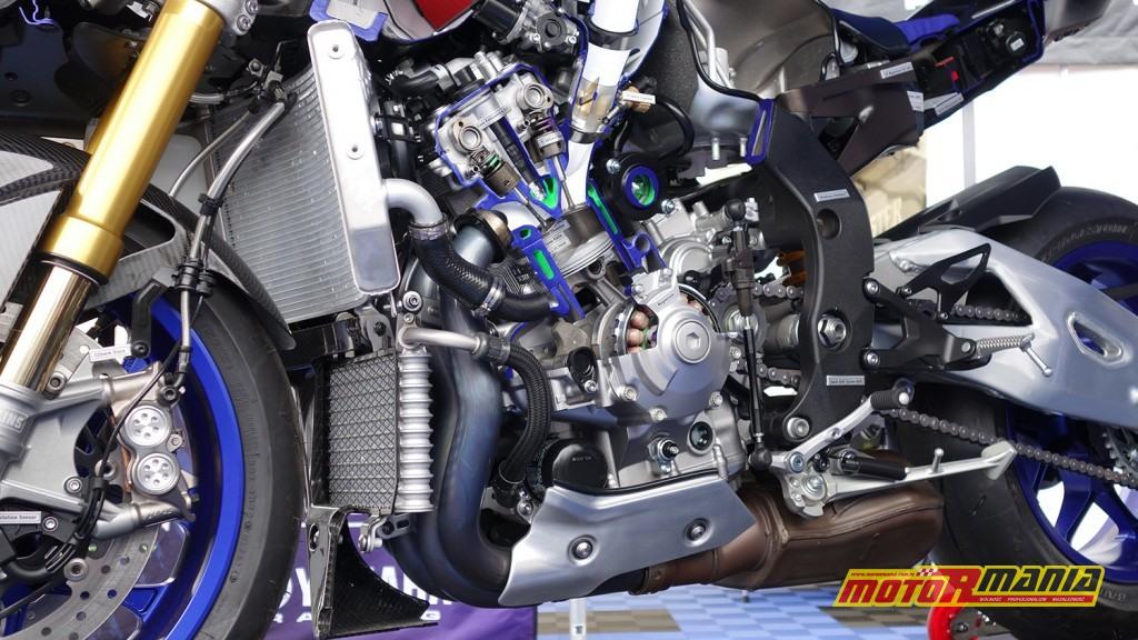 Yamaha R1 przecieta na pol (2)