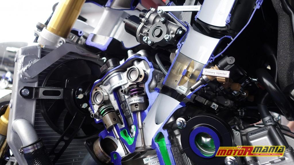 Yamaha R1 przecieta na pol (7)