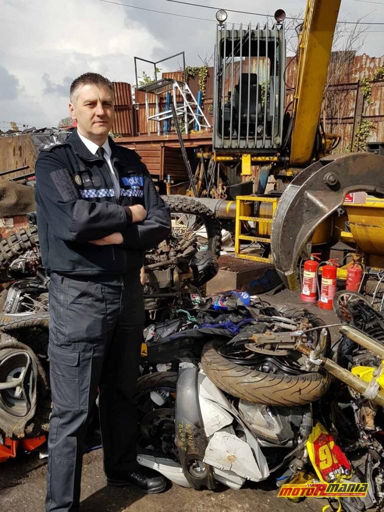 policja niszczy motocykle stunt
