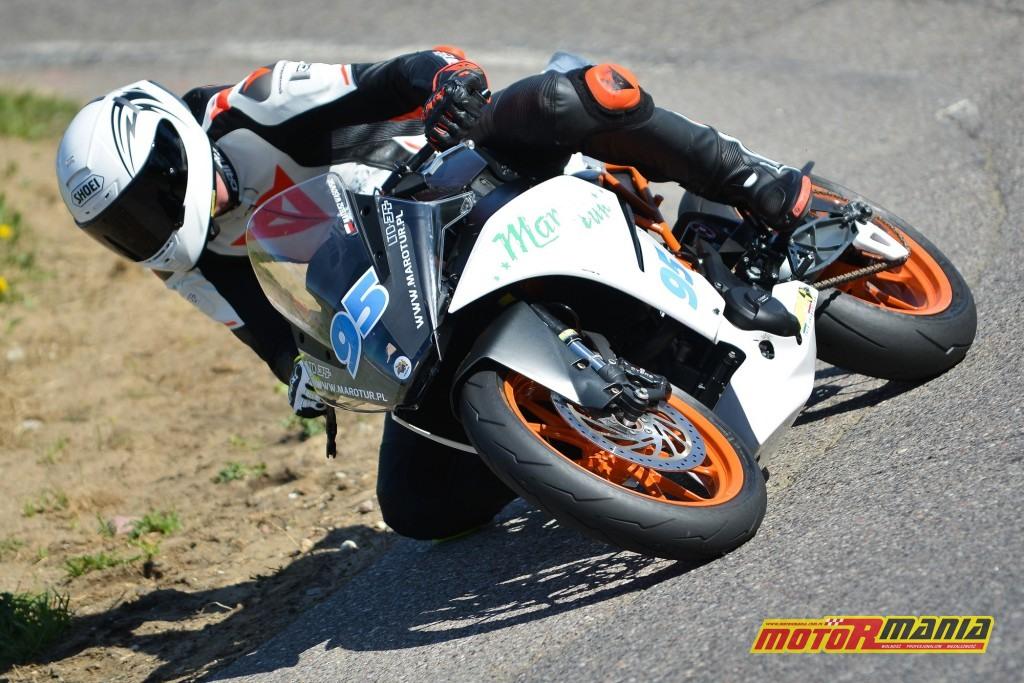 ... a w niedzielę na KTM-ie RC390 w Pucharze Polski Super 300. Zdjęcia: Waldemar Walerczuk