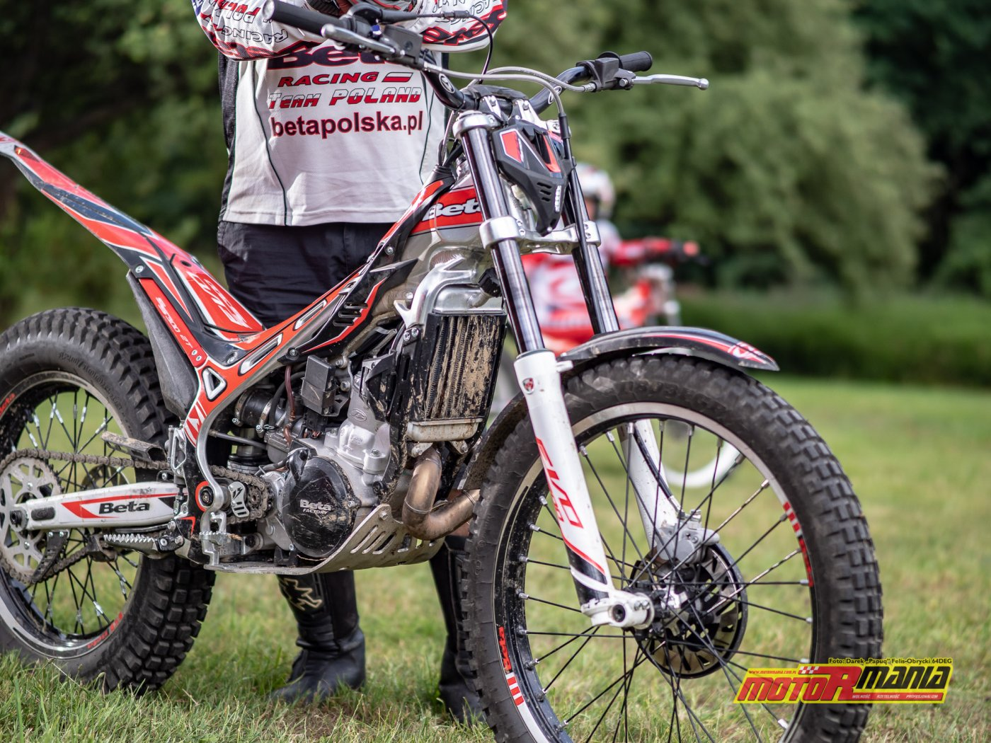szkolenie trial technika jazdy trialówka - Piotr Jedrzejak jedzie - Andrzej Mistarz trener (4) - fot 64deg