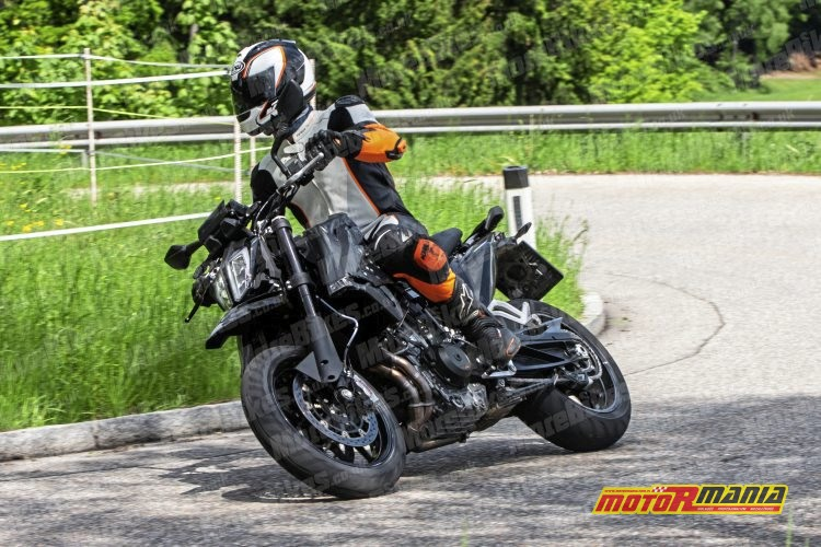 KTM 790 SMC SMT spy shot (2)